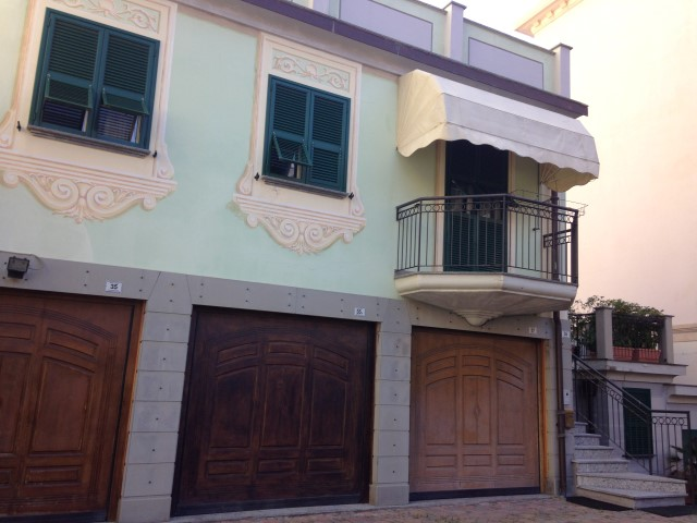 Trilocale in casa ligure comodo al mare maison d 39 elite for Casa 2 camere da letto piani in stile indiano