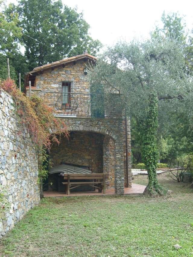 Alassio casa indipendente in collina vista mare maison for Piani casa contemporanea collina